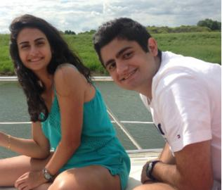 Joe avec sa sœur Pamela.