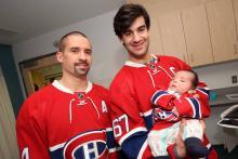 Le petit Connor avec Max Pacioretty et Tomas Plekanec.