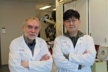 Janusz Rak, senior scientist at the RI-MUHC and the Montreal Children's Hospital of the MUHC et  Dongsic Choi, postdoctoral research associate